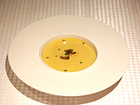 玉米汤配香煎法国鹅肝
